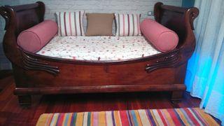cama antiga con forma de pato