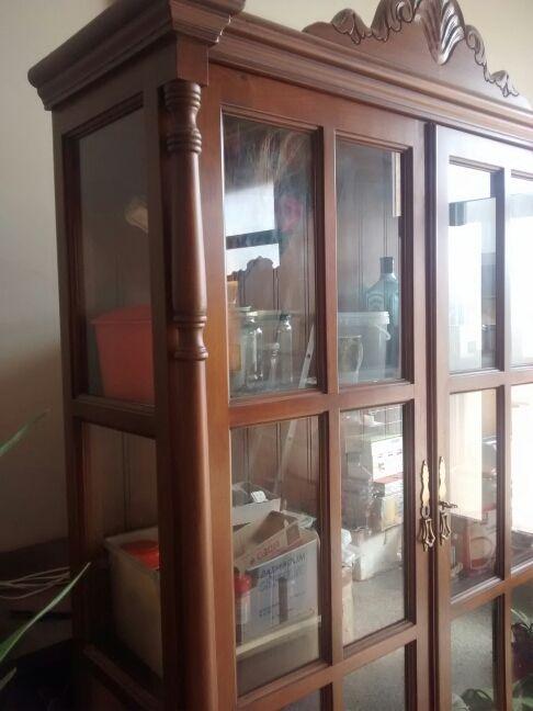 Mueble vitrina comedor madera maciza de segunda mano por 370 € en ...
