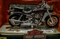 Moto Harley Davidson DYNA LOW RIDER Escala 1:18