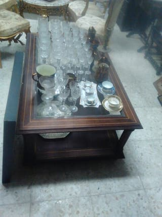 Mesa baja con marquetería caoba con cristal