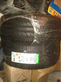 Neumáticos 215/45ZR17/91W-XL sin estrenar
