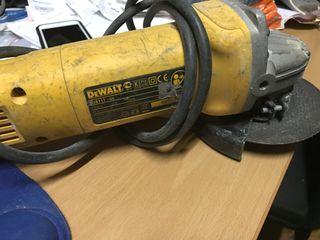 Radial amoladora dewalt D 28111 con maletín