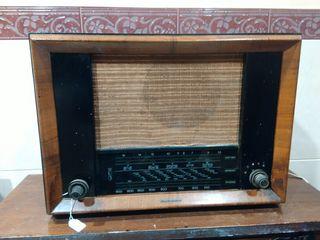 "Radio telefunken 365 A "" cruz del sur "" medidas lar 53 al 38 an 24 cm funciona"