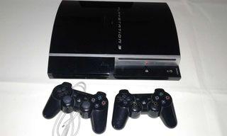 PlayStation 3 y dos mandos