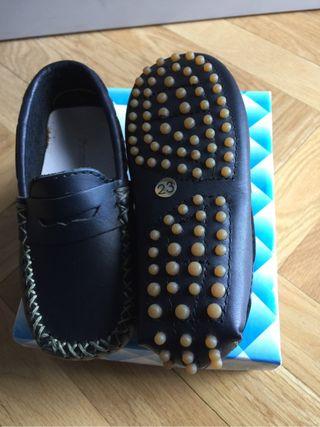 Zapatos niño t.23