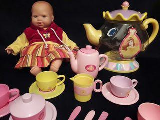 muñeco de mariquita Pérez mas menaje
