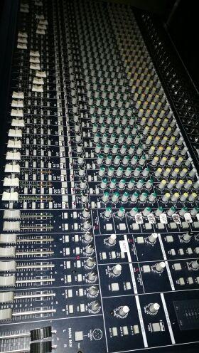 Mesa de sonido de 32 canales