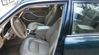 Jaguar XJ6 4.0 gasolina, muy bien conservado.