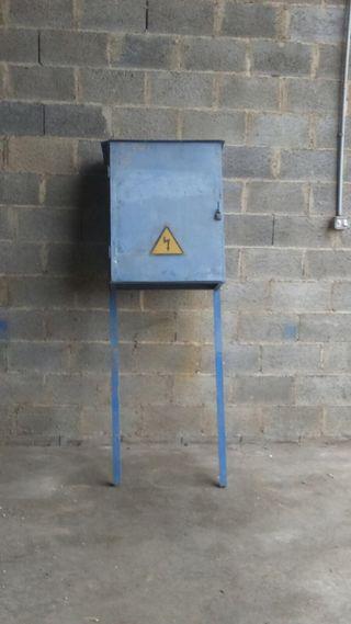 Cuadro electrico trifasico armario con pies