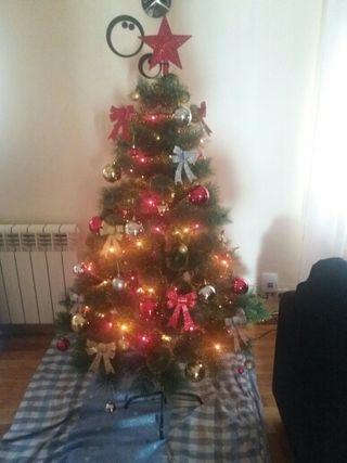 arbol de navidad con brillantina dorada