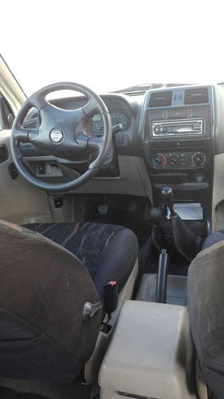Nissan Terrano II 2003
