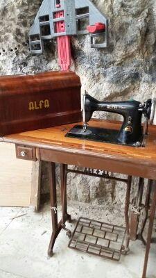 Máquina coser Alfa antigua