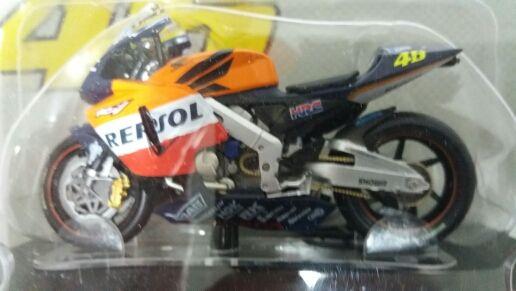 Moto Honda RC 211V a escala