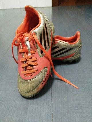 botas de futbol 28