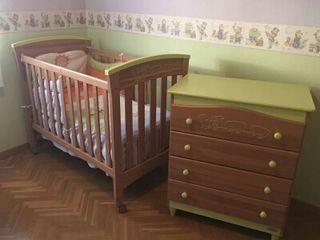 Cuna y comoda de bebé