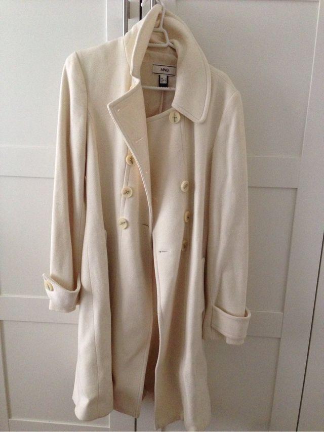 Abrigo blanco largo mujer de segunda mano por 30 € en Barcelona en ... d5018cd213a0