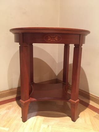 Mesa auxiliar de madera y marquetería Mesita