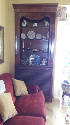 vitrina madera y cubre radiador