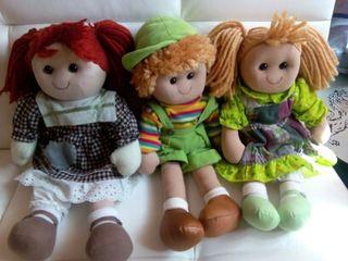 Muñeco y muñecas