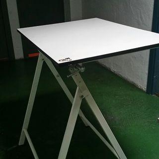Mesa dibujo reclinable 70x100cm. Plegaable.