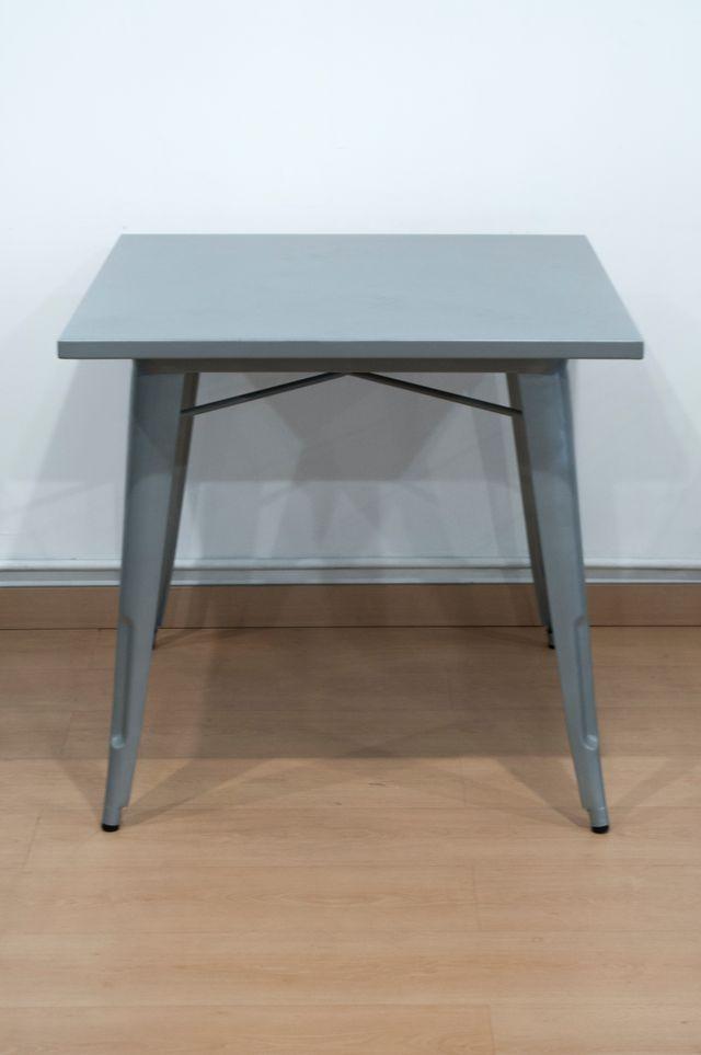Mesa replica tolix para uso exterior nueva