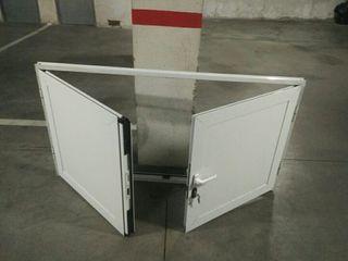 Puerta doble hoja con cerradura