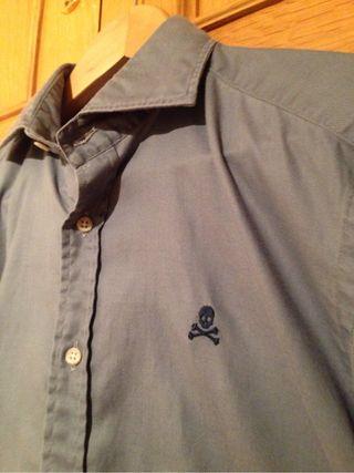 Camisa gris Scalpers