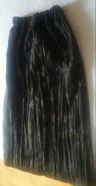 Falda negra nueva