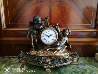 reloj bronce antiguo,elegante y en perfecto estado