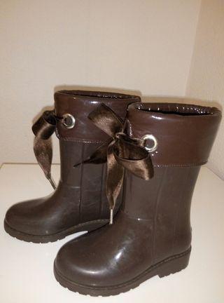 botas de agua semi nuevas niña