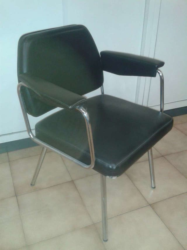Duo de sillas confidente para mesa de despacho de segunda for Sillas despacho segunda mano