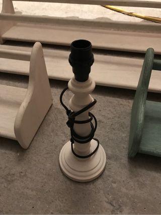 Estantes y lampara madera
