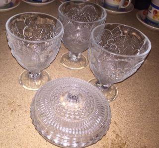 Azucarero de cristal y tres copones