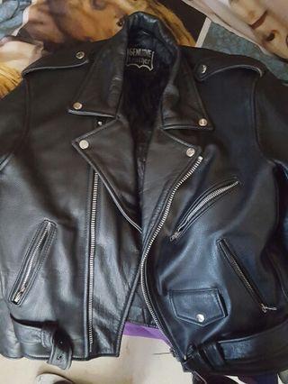 chaqueta de cuero motorista marca Genuine Leather