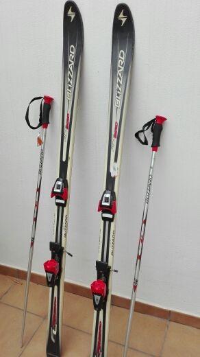Esquís con bastones
