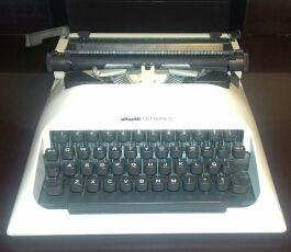 maquina de escribir antigua, vinagre.