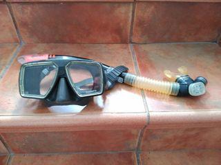 mascara y tubo caza submarina