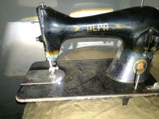 Maquina de coser ALFA Antigua