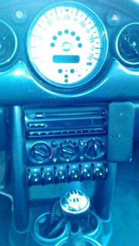 Mini 1.600 gasolina,90 cab. año 2004