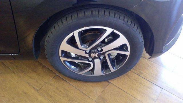 Peugeot 108 Allure 1.2 PureTech 82