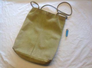 Bolso de mujer de piel vuelta verde pistacho