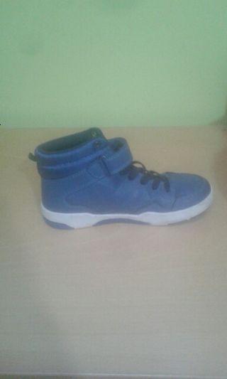 Botas azules nuevas niño