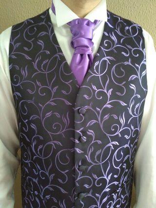Chaleco + corbata + pañuelo + camisa novio