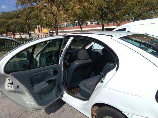 Renault Megane 1.000€ (Negociables)