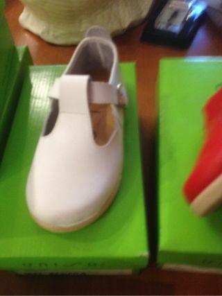 Zapatos bebe piel blanca nuevas a estrenar talla26