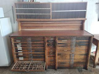 Mueble vintage tipográfico chivalete doble