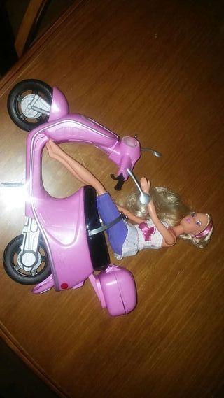 Barbie con moto ycascoo