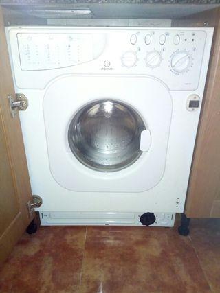 Lavadora encastrable Indesit muy poco uso