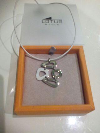 Colgante collar lotus