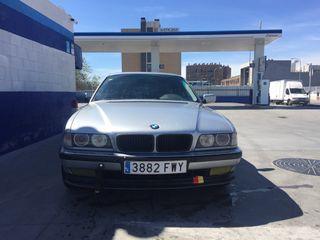 BMW SERIE 7 V8 e38 .
